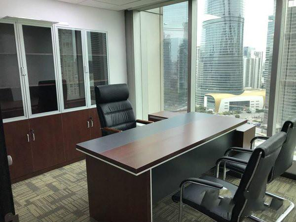 新上海国际大厦出租189平办公室精装修带家具