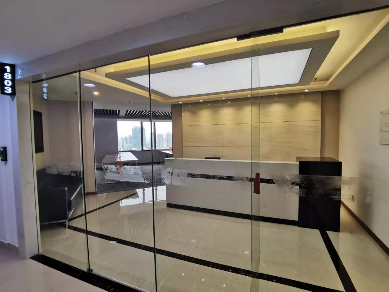 世界广场出租369平办公室精装修带家具