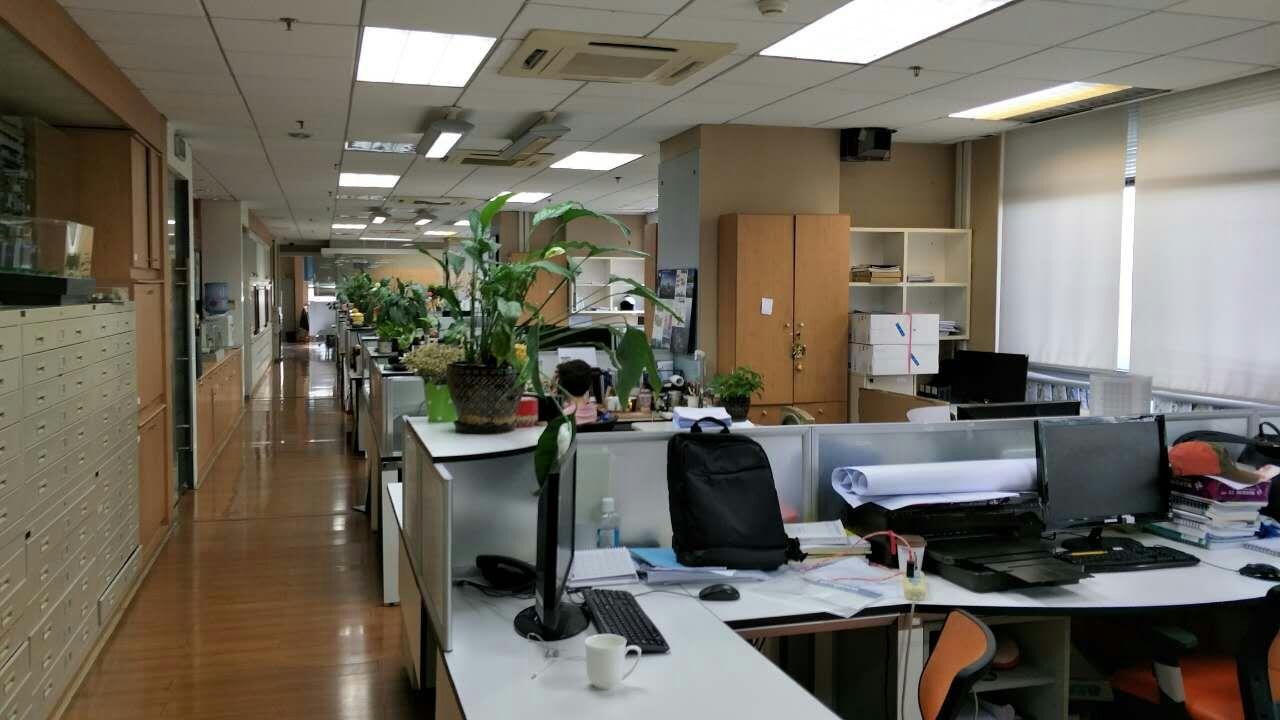 金鹰大厦出租365平办公室精装修带家具