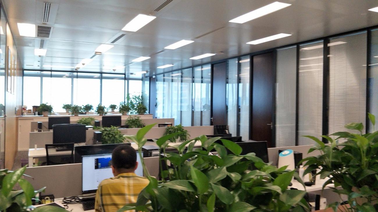 丁香国际商业中心出租397平办公室精装修带家具