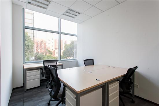国际航运金融大厦智办公出租4人间带窗户现房