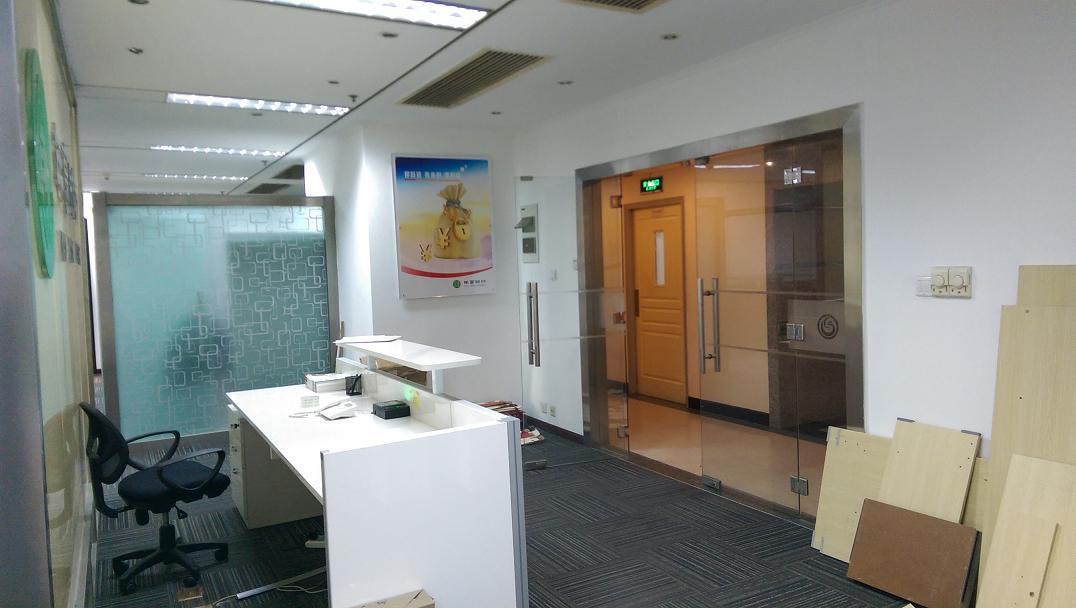 华夏银行大厦出租397平办公室精装修带家具