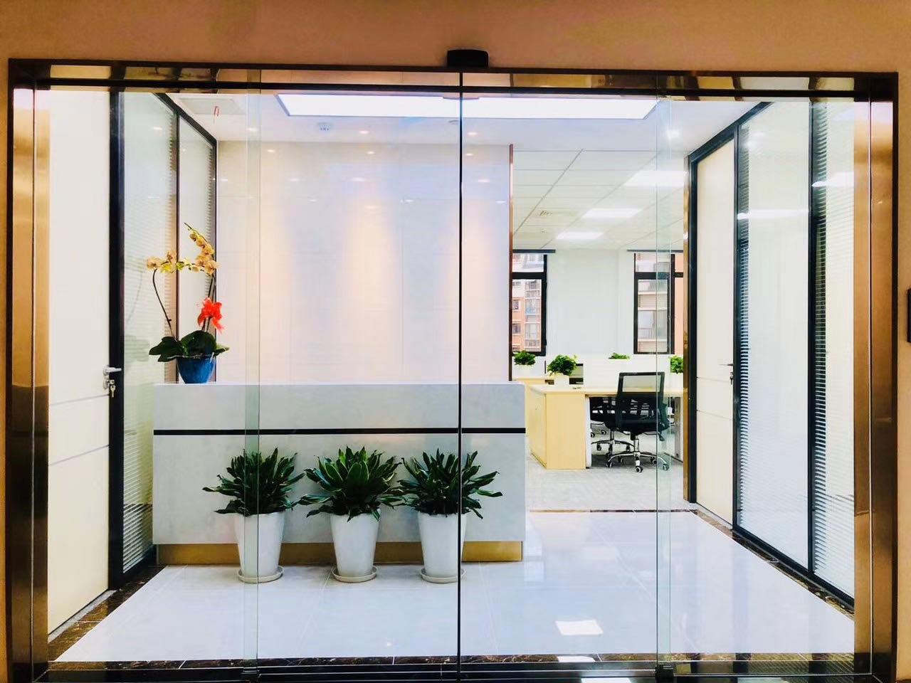 银亿滨江中心出租165平办公室精装修带家具