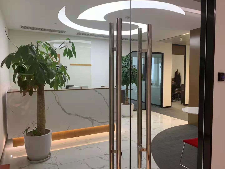 中国人寿金融中心出租380平办公室精装修带家具