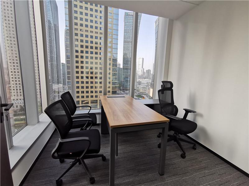 新上海国际大厦出租145平办公室精装修带家具