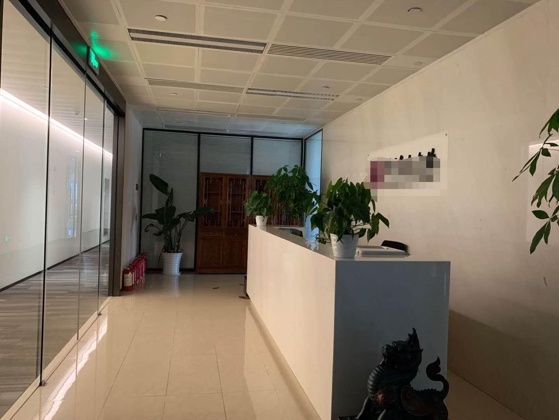 中国人寿金融中心出租665平办公室精装修带家具