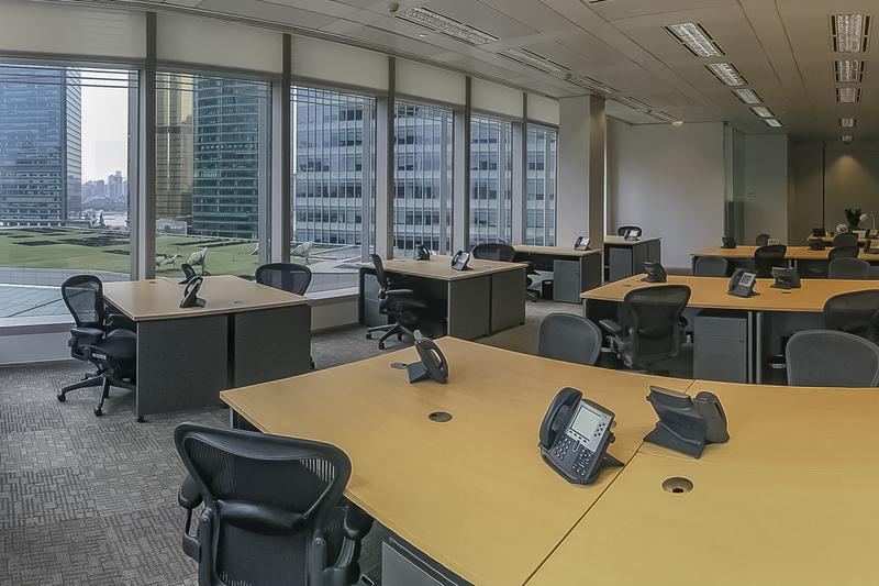 国金中心二期出租168平办公室精装修带家具