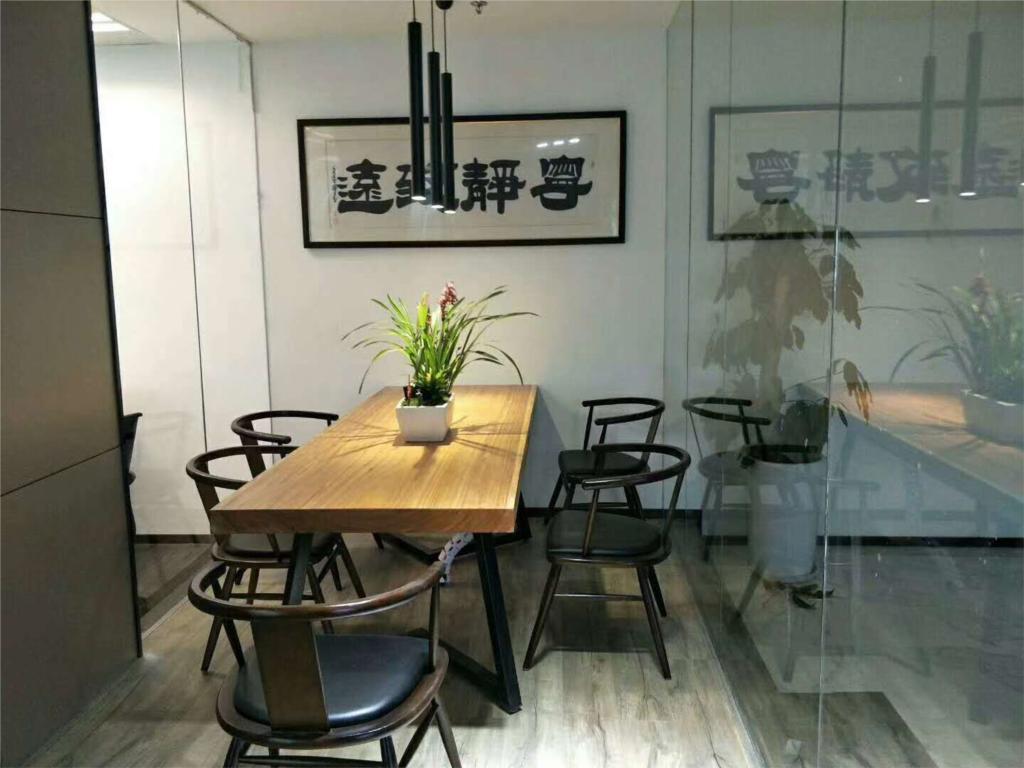 时代金融中心出租287平办公室精装修带家具