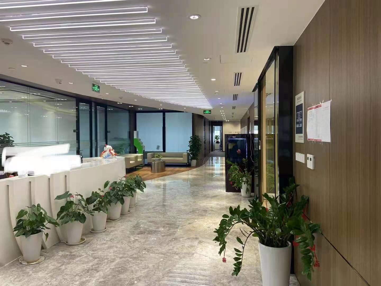 中国人寿金融中心出租2400平办公室精装修带家具