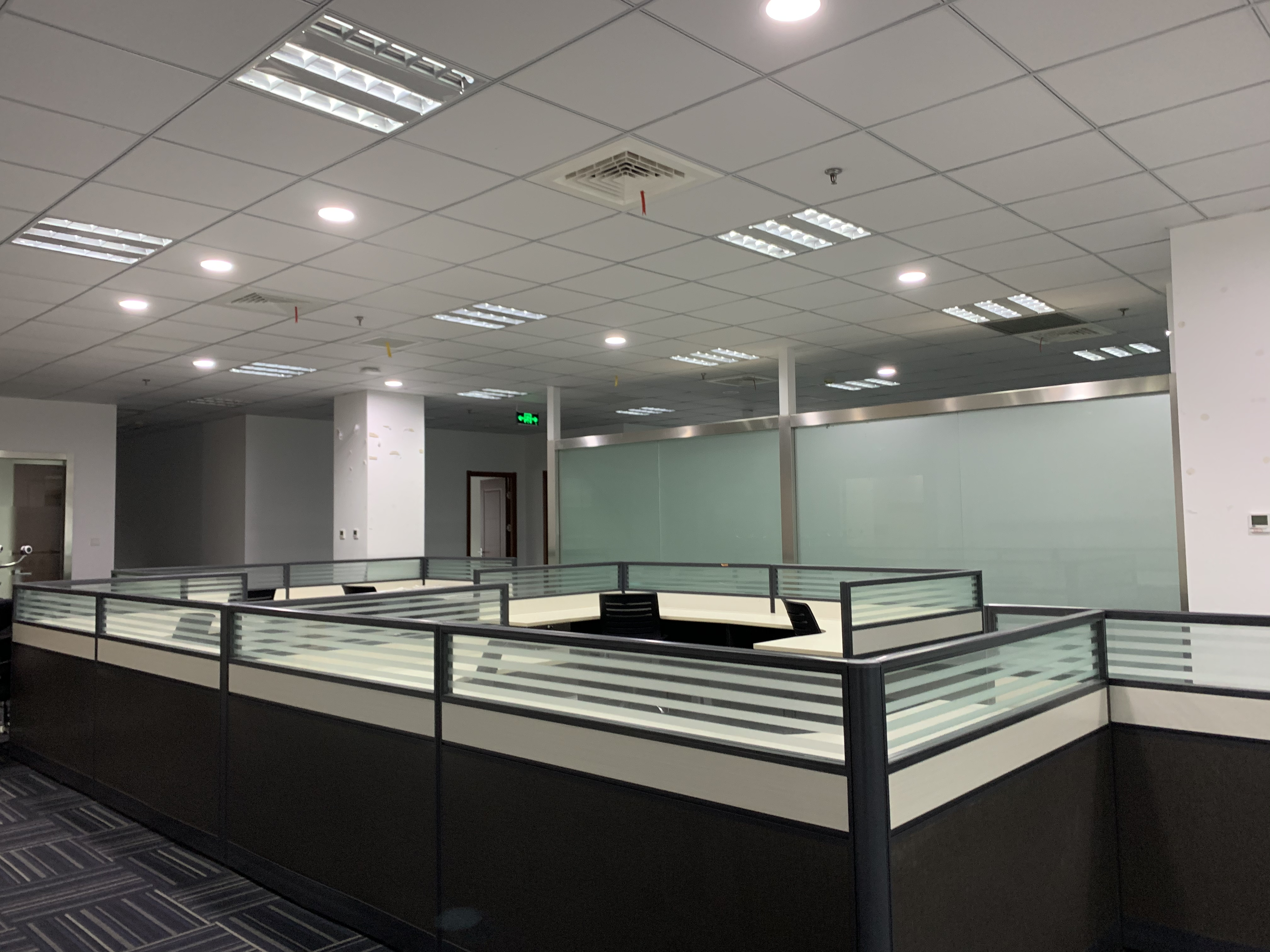 华虹科技园出租268平办公室有装修无家具