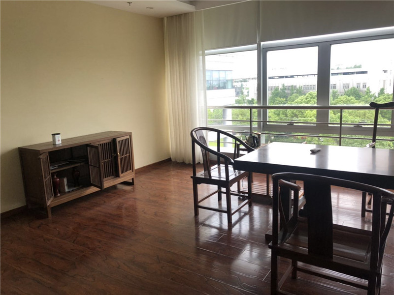 华虹科技园出租412平办公室精装修带家具