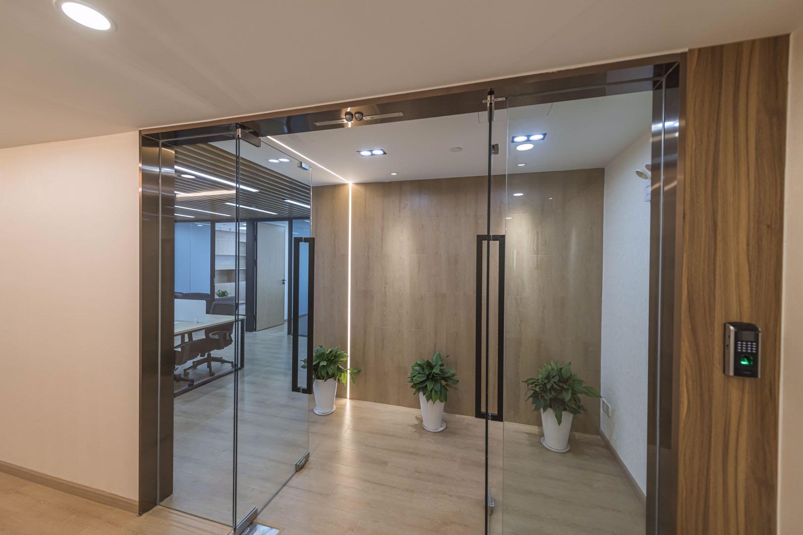 汤臣金融大厦出租121平办公室精装修带家具