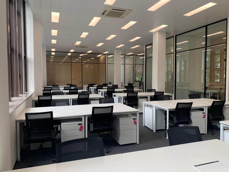 陆家嘴软件园出租1043平办公室精装修带家具