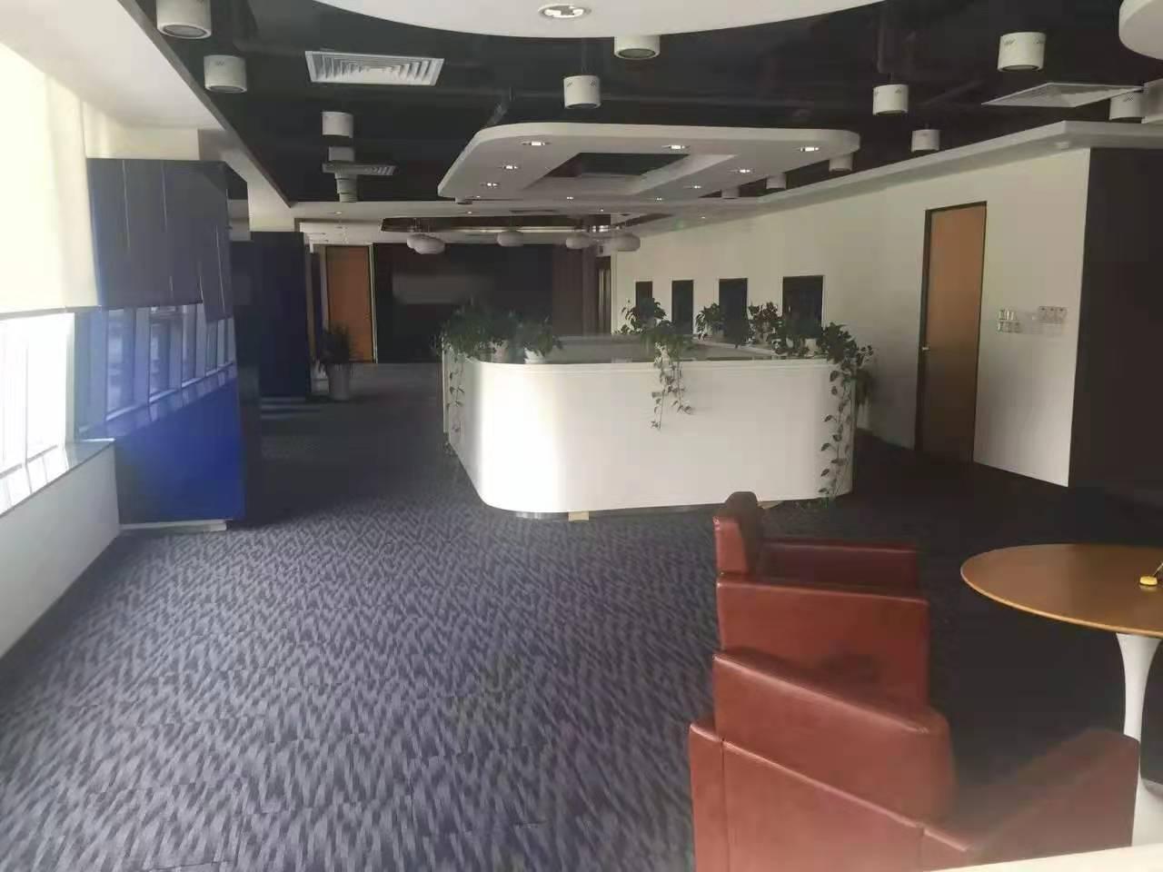 华辰金融大厦出租472平办公室有装修无家具