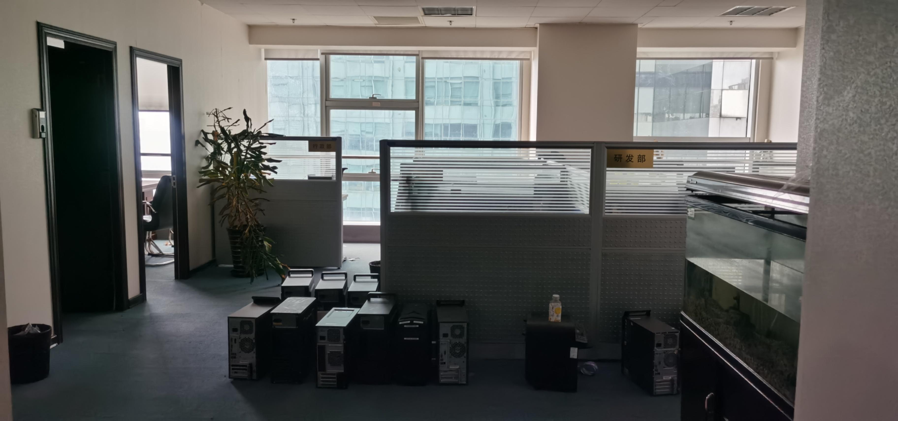 信息大厦出租249平写字楼带装修有家具
