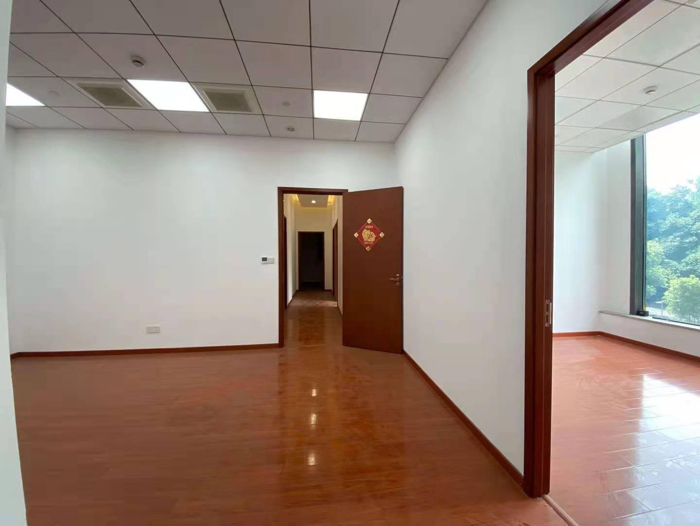 越界世博园出租242平写字楼有装修无家具