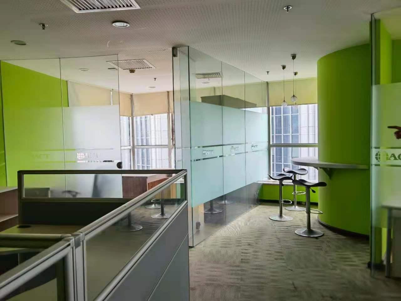 天安中心出租581平写字楼精装修带家具