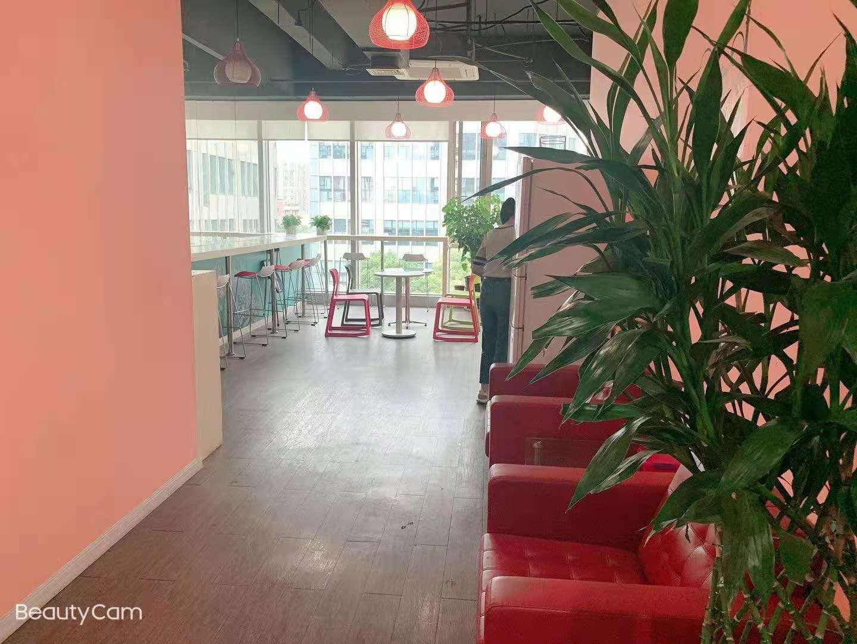 堡尼中心出租384平写字楼精装修带家具