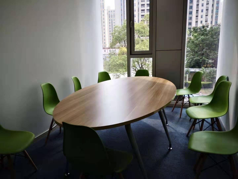 堡尼中心出租560平写字楼精装修带家具