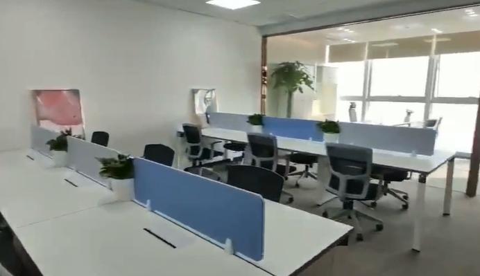 宝安大厦出租146平办公室精装修带家具