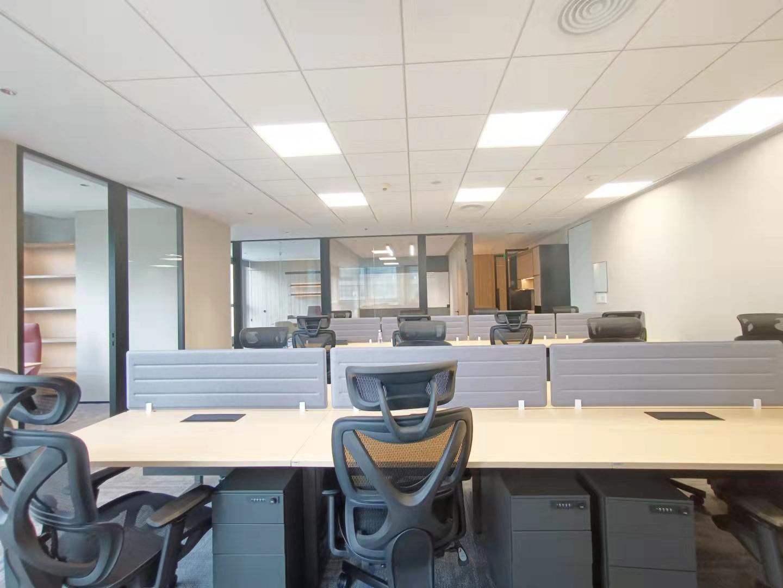 淮海路淮海国际精装全配210平带16个工位现房